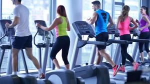 personas-ejercitando-gimnasio-caminadoras.jpggrande